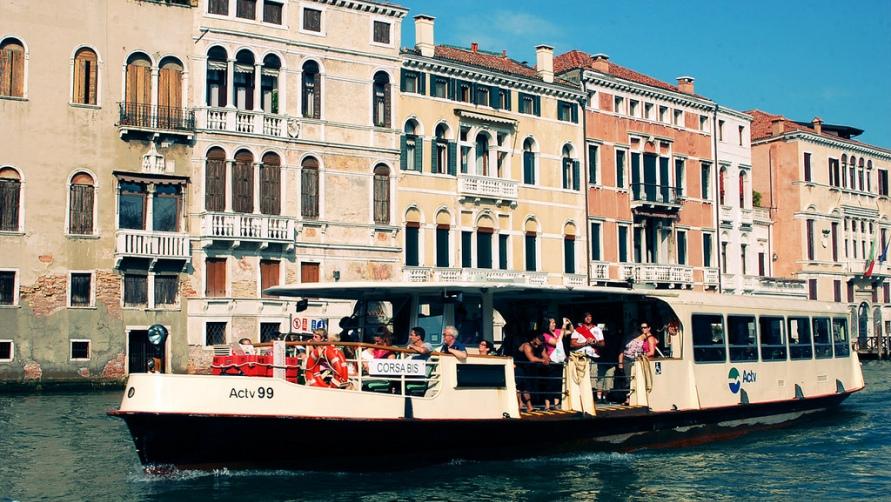 vaporetto-v-venecii